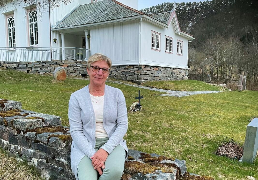 Leiar Eva Jorid Svendsen i Åsskard sokneråd inviterer til kyrkjegardsdugnad kombinert med lovpålagt soknemøte måndag.