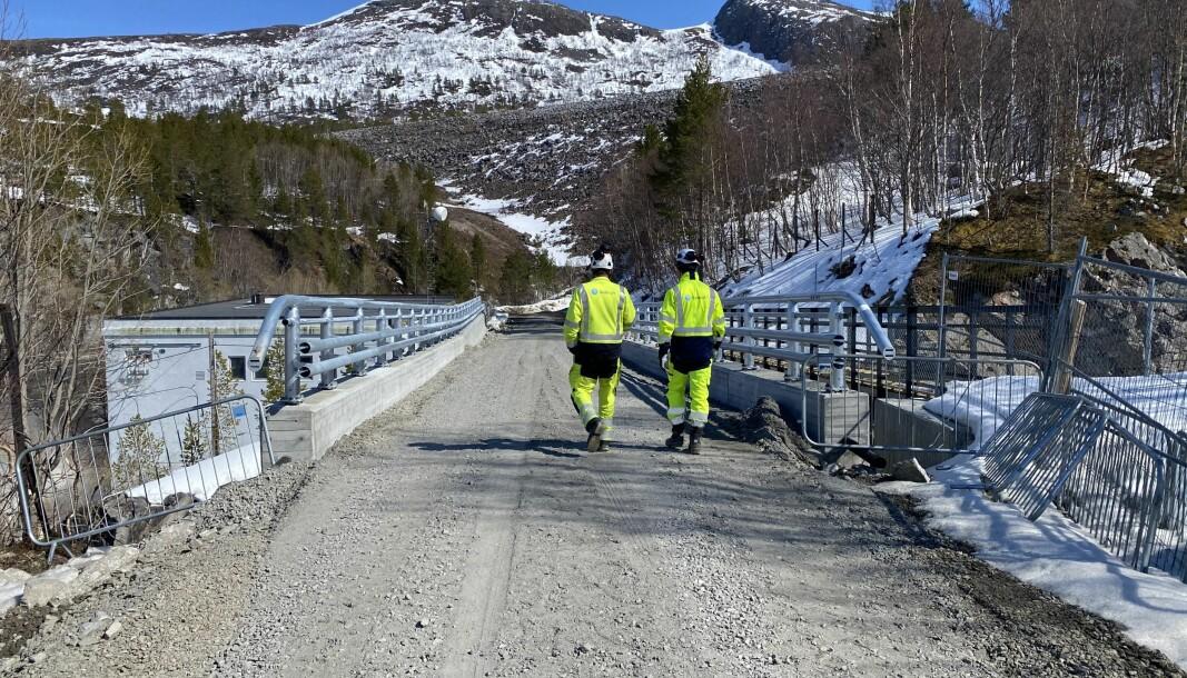 Ny og solid bru ved Gråsjø kraftverk, som tåler tyngden av de tunge anleggsmaskinene.