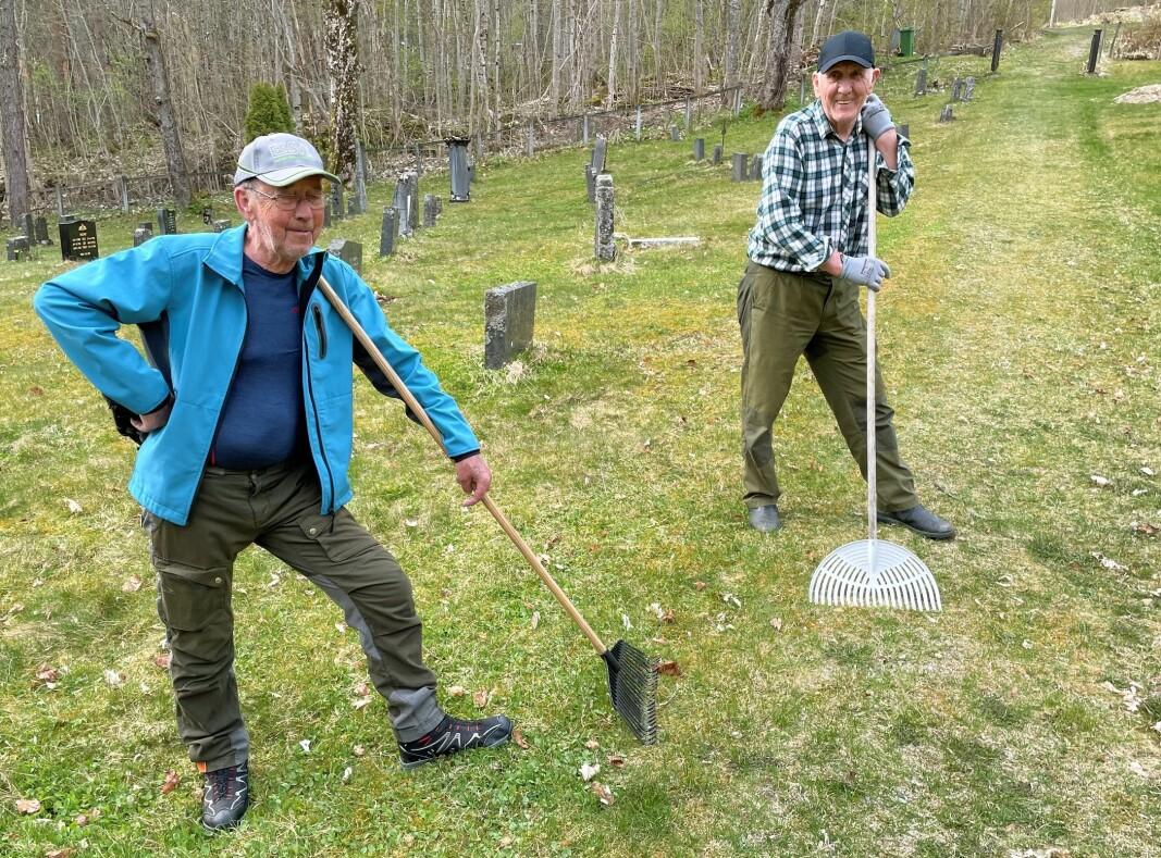 Johnse og Anton var blant dei som snørta opp på Gammelyrkjegarden ved Trøa.
