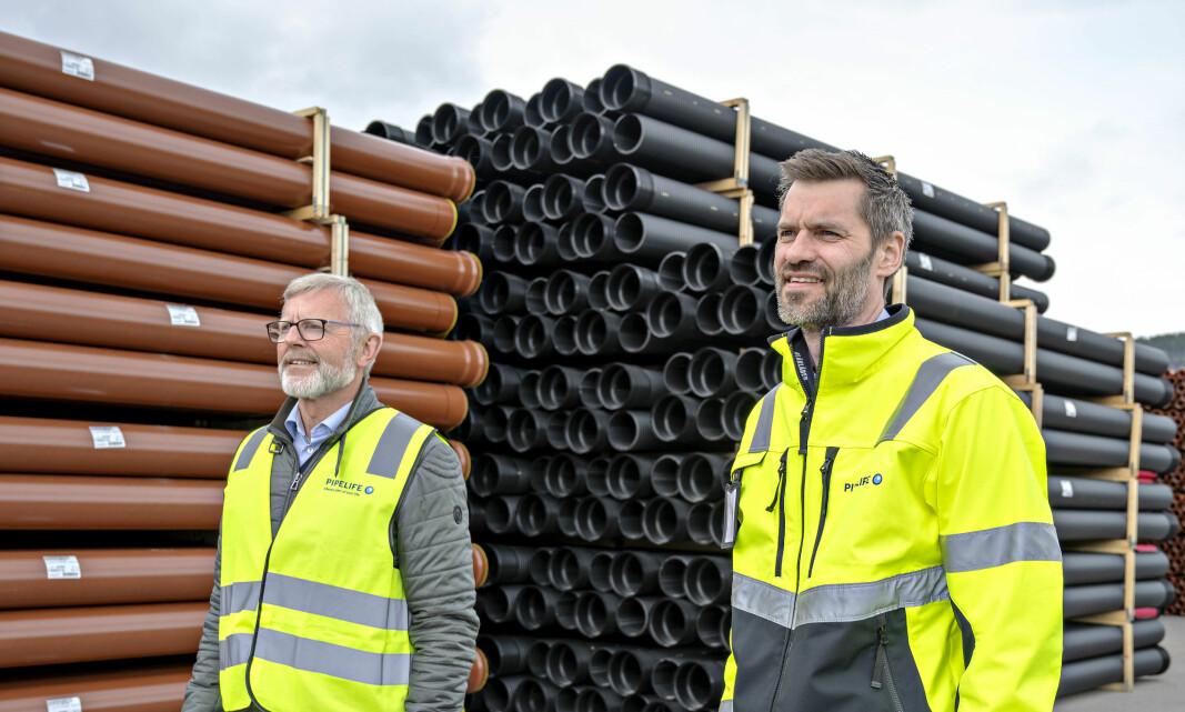 Bærekraftsdirektør Kjell Larsen og administrerende direktør Sigmund Aandstad i Pipelife Norge, gleder seg over å ha fossilfrie alternativer på plass.