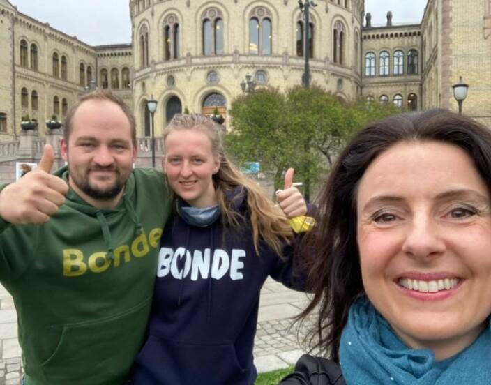 Stortingsrepresentant Jenny Klinge tok selfie med representantene fra hjemfylket.