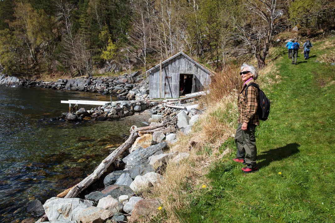 Naust i Kvalnesvika i Halsafjorden.