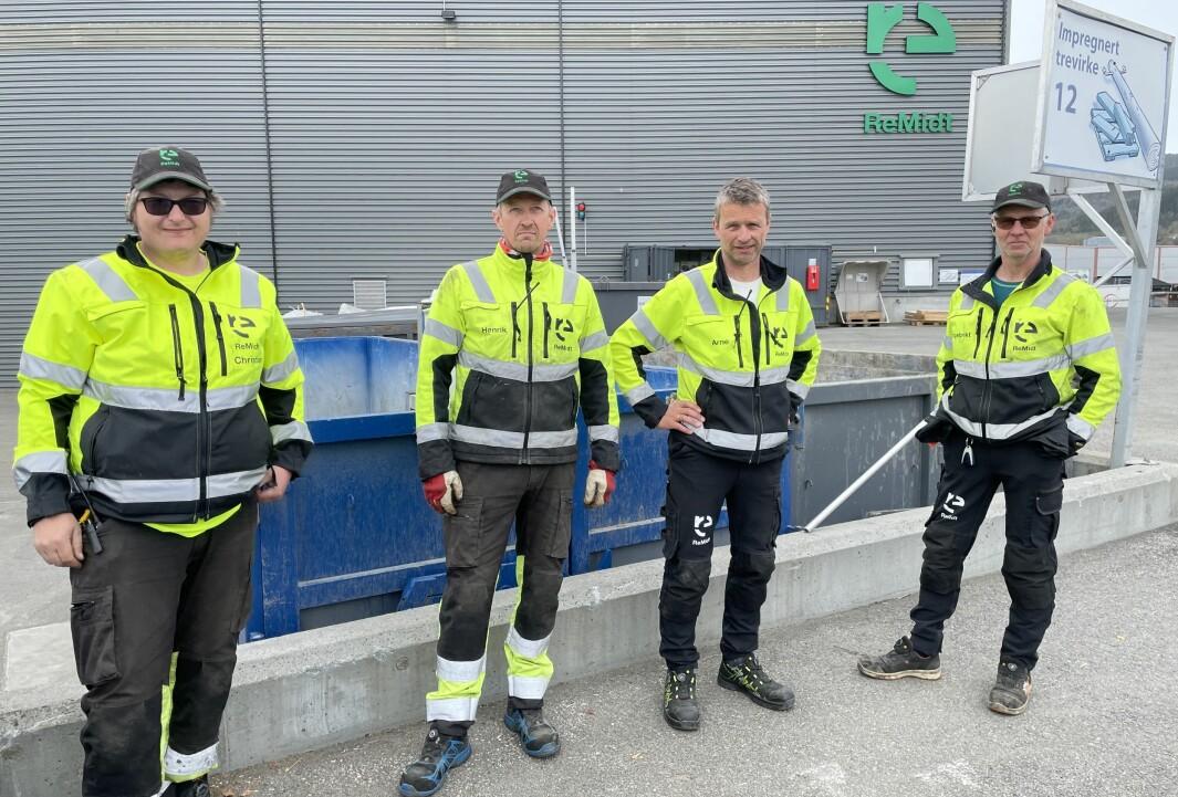 Christian Nes (f.v.), Henrik Evjen, Arne Fiske og Ingebrikt Bævre roser brukerne av gjenvinningsstasjonene i Rindal og Surnadal.
