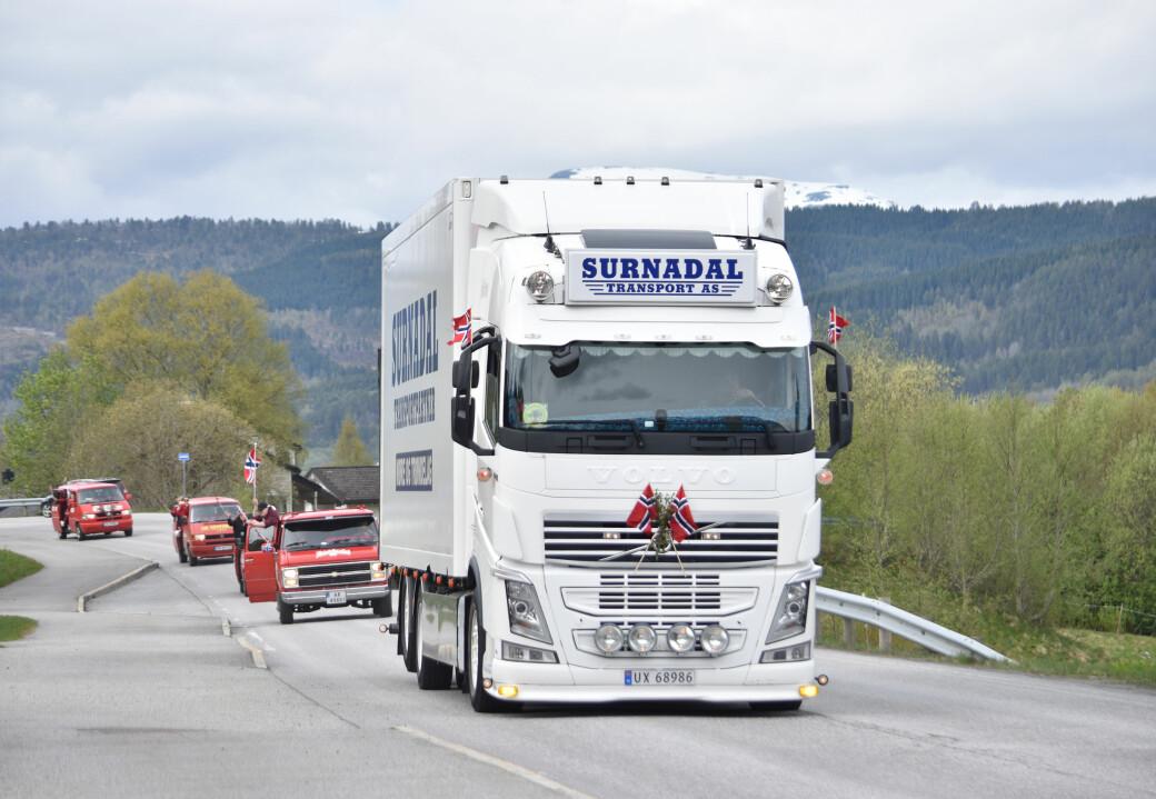 Biltog gjennom nedre Surnadal 17. mai 2021