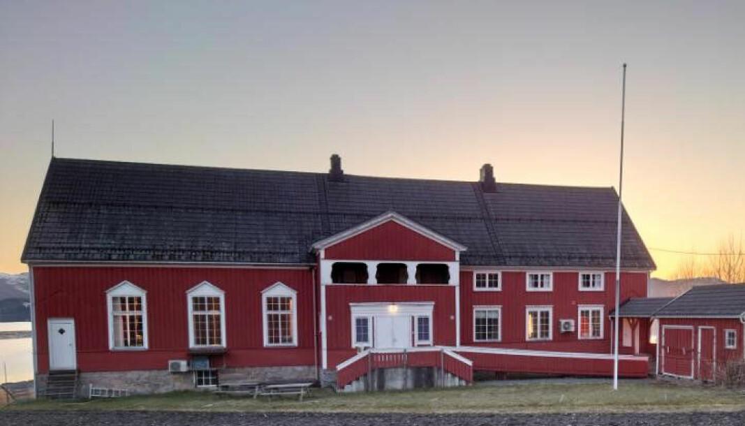 Forsamlinghuset i Stangvik er eit staseleg bygg. I år er det 100 år gamalt.