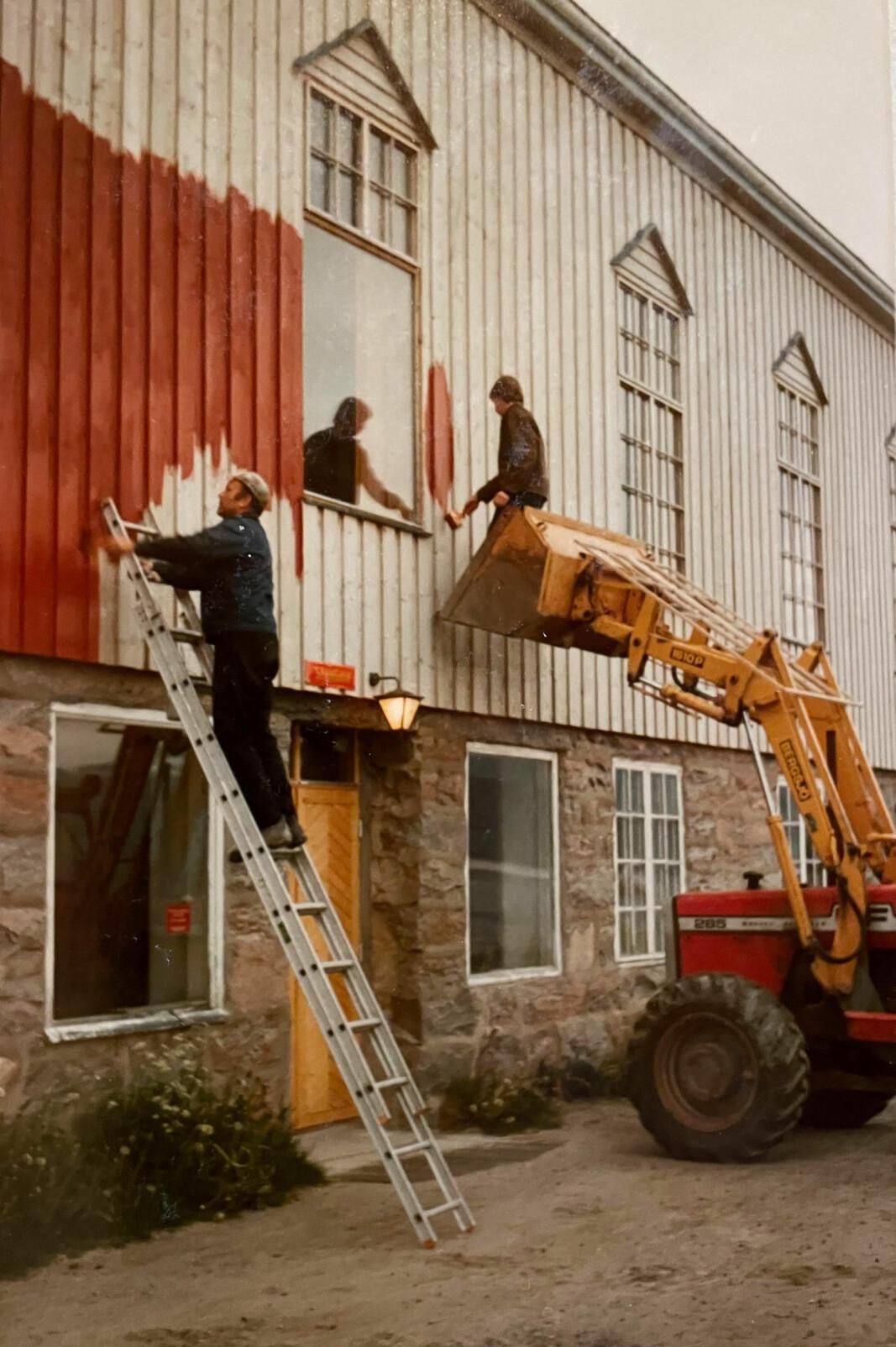 Dugnad maling og skifting av vindu.