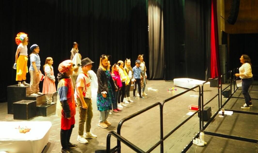 """Kulturskolens dramagruppe er i innspurten med øving til """"Proppen og Labbetruten""""."""