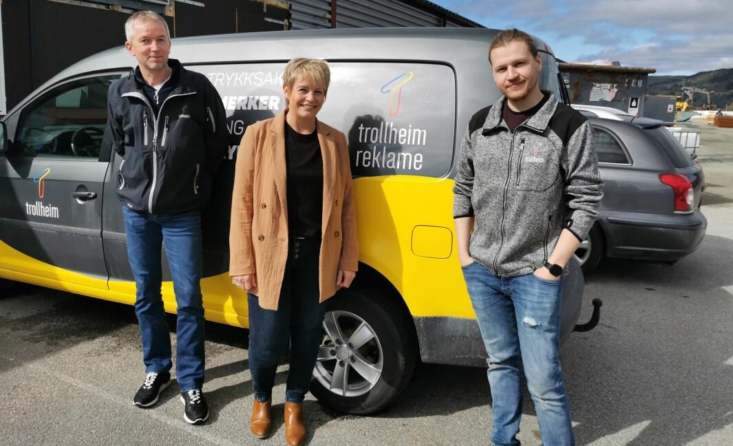 Daglig leder i Trollheim AS Lars inge Kvande, leder i Trollheim Reklame Eva Holten og grafisk designer Eirik Strøm.