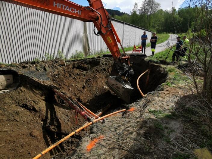 Rune Mikkelsen fra Mikkelsen Maskin stilte på kort varsel for å grave fram bruddstedet