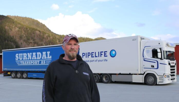 Arild Andre Olsen er sjåfør av modulvogntoget og med i videoereportasjen. Han er ansatt hos Dalsegg Transport as i Surnadal. Dalsegg transport har i dag ett modulvogntog på 25,25 og ett på 24 m. Firmaet har i dag 13 vogntog og to lokale lastebiler for utkjøring av varer.