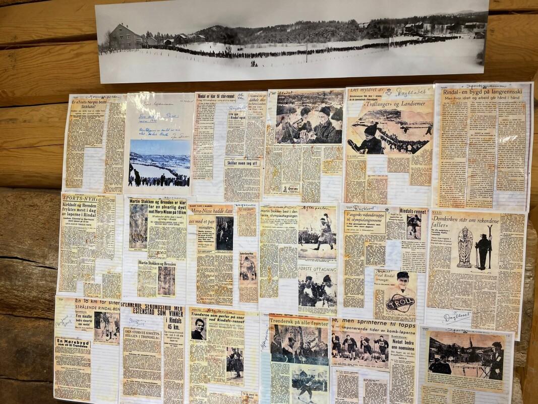 Før OL i Oslo i 1952 ble det arrangert uttaksrenn til OL i Rindal. Bildet øverst viser hvor mye folk som kom til Rindal for å se rennet. Avisutklippene viser hvor stor interesse det var for dette rennet i hele landet.