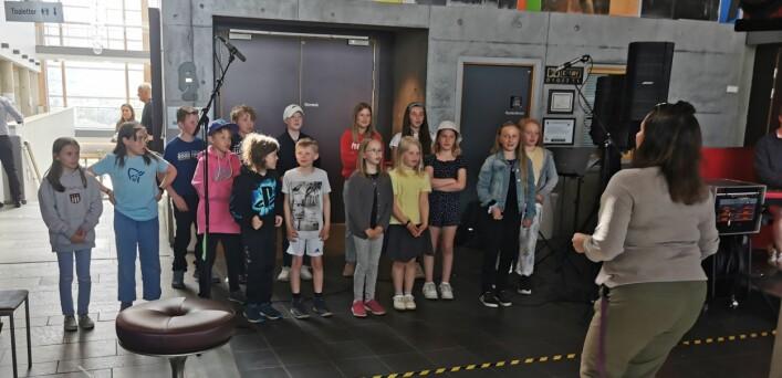 Kulturskolens dramagruppe sang om Labbetruten