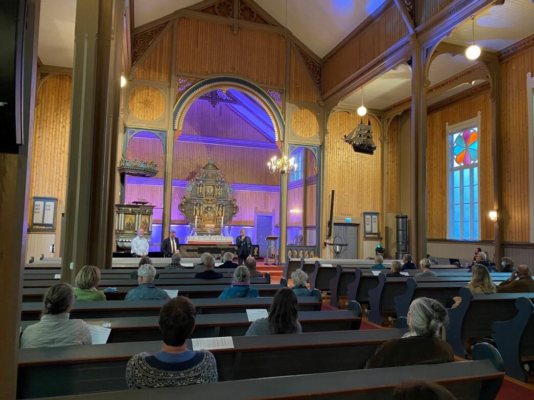 Torsdag kveld klokka 23.00 var det vårnattkonsert i Stangvik kyrkje med Erling With Aasgård og Tor Erik Jenstad.