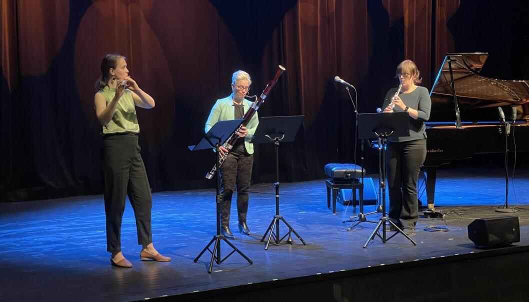 Taffelpikene, her under Henningtimen, holdt konsert ved Mo Oppvekstsenter fredag morgen. Lørdag blir de å se når Vårsøghelga, i samarbeid med Paul Okkenhaug-selskapet, arrangerer konsert i SpareBank 1 Nordmøre.