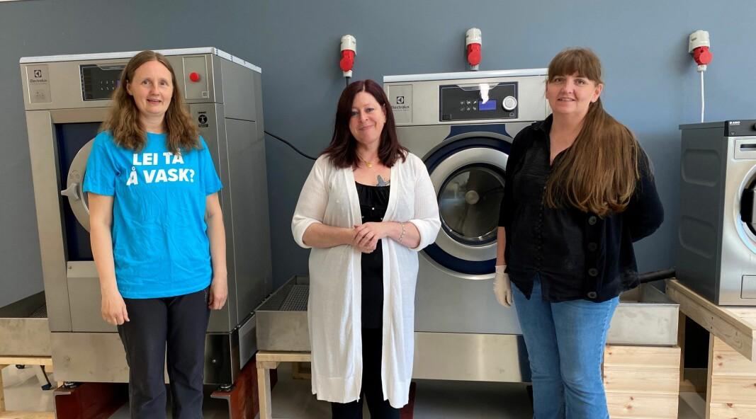 Grete Elshaug, May Kristin Bye Halgunset og Linda Sæter i det nye vaskeriet.