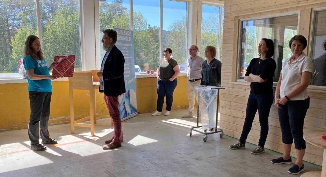Gratulanter fra Rindal næringsforum, Rindal kommune og Rindal Sparebank.