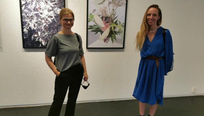 Margrethe Svinvik sikret seg to bilder av Sara Skorgan Teigen under utstillingsåpningen