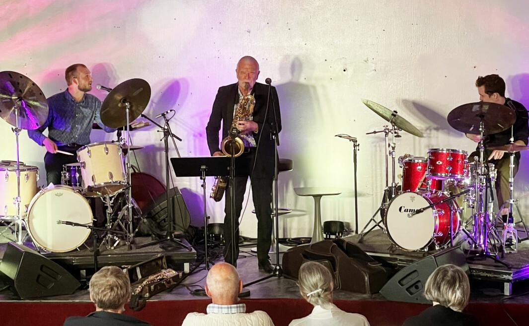 Trommeslagarane Frank Hannasvik (t.v.) og Oddbjørn Sponås (t.h.) leverte ein ekstremt imponerande konsert saman med Vårsøghelg-veteran John Pål Inderberg fredag kveld.