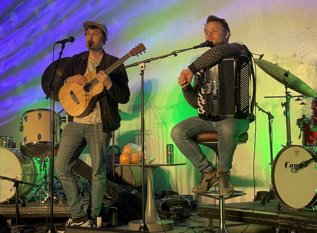 PolkaBjørn, som heiter Bjørn Tomren, og Kleine Heine, som heiter Heine Bugge, leverte ein utruleg bra konsert i billaget fredag.