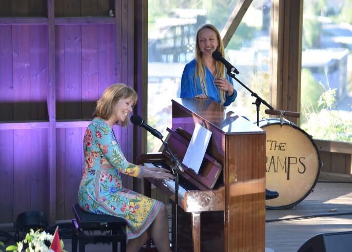 Anita Skorgan og Sara Skorgan Teigen sang og spilte på Kleiva