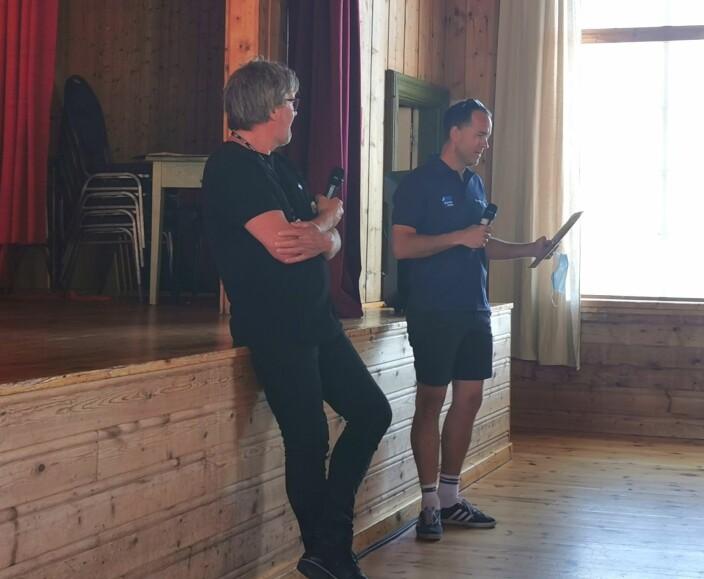 Ole Magne Ansnes og Anders Larsen oppsummerer Vårsøghelga 2021. Larsen får overrekt vinylplåte frå Ansnes