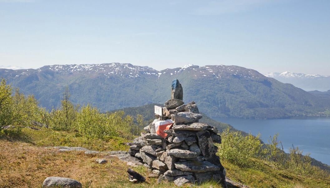 Opp på Varden, også kalt Valen, 486 moh. Utmerket utsikt fra toppen.