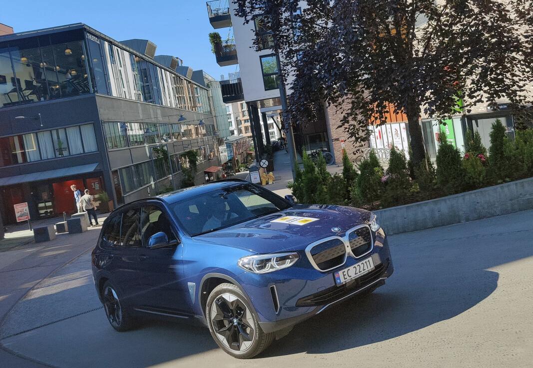 BMW iX3 har en oppgitt rekkevidde på 450 kilometer. I testen gikk den hele 556,2 kilometer.