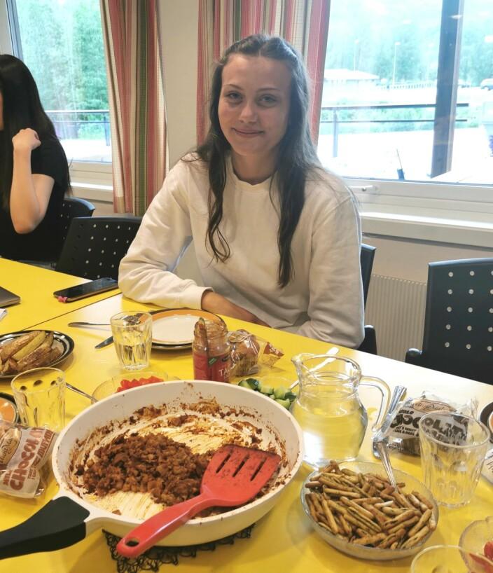 Marte Halgunset og gruppa hennes laget taco av bacon og torsk. Marte kunne konstatere at det smakte vanlig taco.