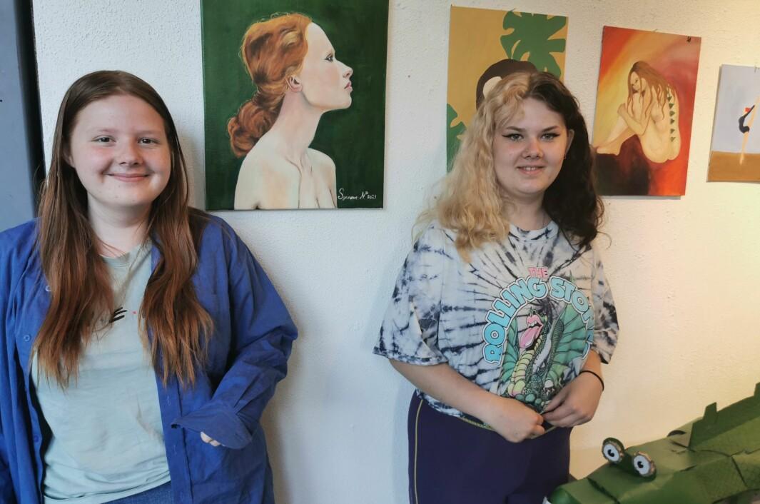 Synnøve Nordvik har malt portrettet med grønn bakgrunn, mens Solvår Berg står for bildet av jenta med grønt på ryggen.