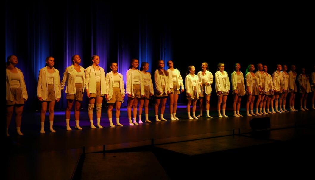 KIN Dansekompani på scenen