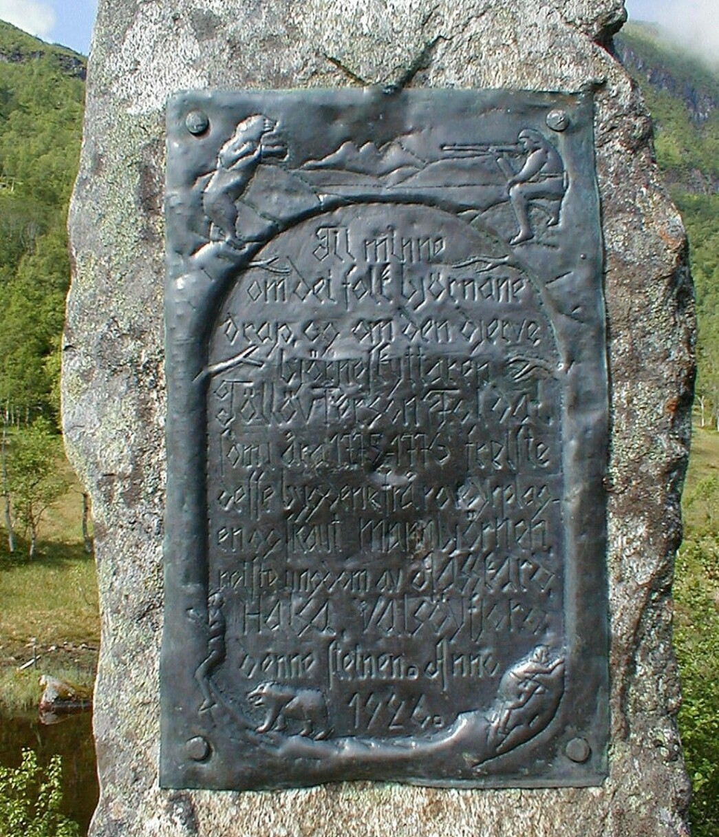 «Bjønnastøtta» i Haugaskaret talar om ei makelaus historie.