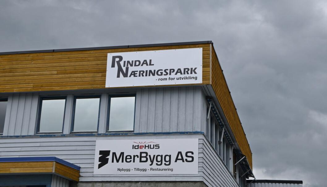 Nytt skilt pryder Rindal Næringspark etter navnebyttet.