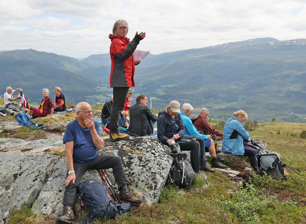 Astri Wessel fra Vinjeøra var med og fortalte om fjellgardene langs Vinjefjorden. Utrolig mye har foregått gjennom tidene. En stor takk til Astri!