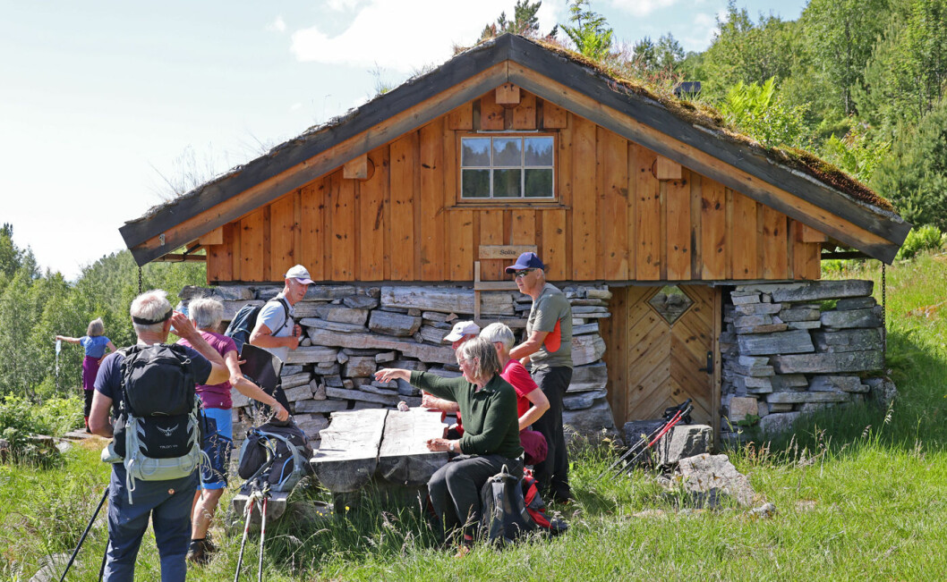 I 2002-2003 bygde Kristiansund og Nordmøre Turistforening ei selvbetjent turisthytte på murene etter et seterfjøs.