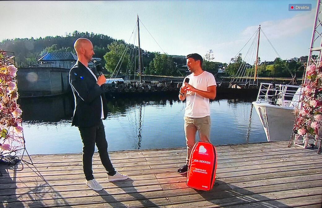 Programleder Terje Sporsem sammen med Nils-Ingar Aadne fra Ida Eides minnefond