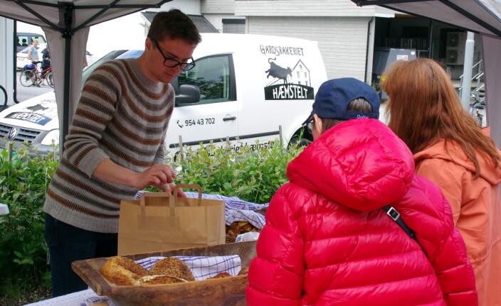 """Salget gjekk """"som varmt hvetebrød"""" hos Martin frå Gardsbakeriet Hæmstelt!"""