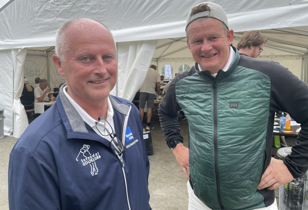 Turneringsleder Knut Haugen og tidligere landslagsspiller i fotball, Steffen Iversen. Iversen og makker Stian Oterhals endte på 6. plass av 28 lag.
