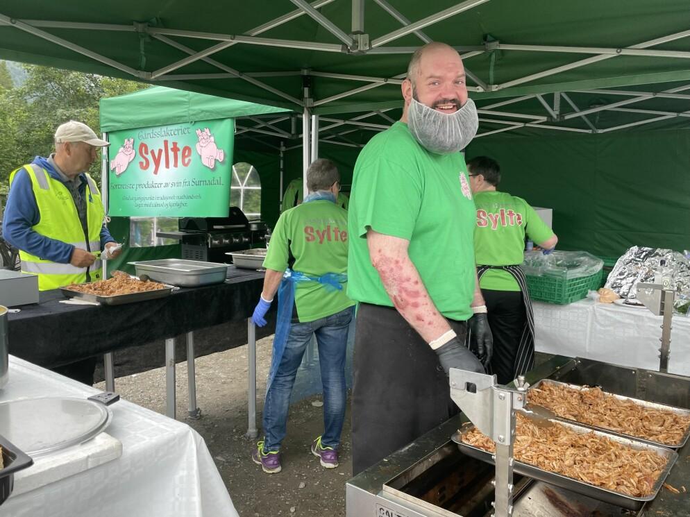 Ola Sylte og Gårdsslakteriet Sylte serverte mat til deltakere og frivillige.