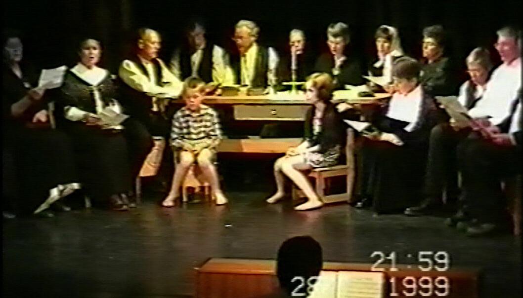 """Rindalingar på """"Husmøte"""" med Hans Nielsen Hauge. Klipp fra video fra 1999."""