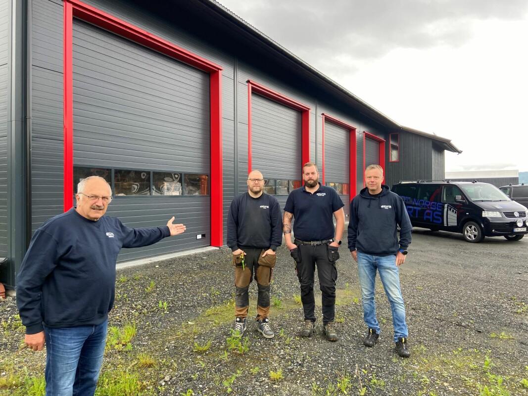 Lars Gudmund Røen (t.v.) overlater ansvaret for MidtNorge Port AS til, fra. v., ny daglig leder og montør Tore Polden, montør Stein Inge Stenberg og driftsleder Helge Nygård.