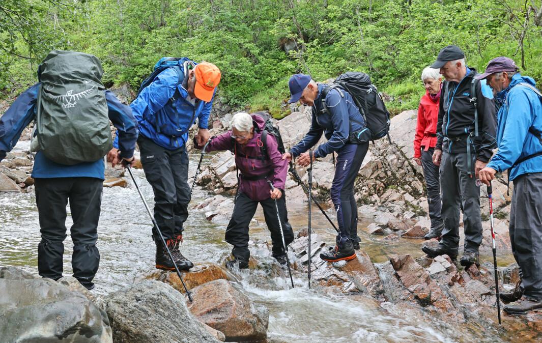 Krysset Bøvra på tilbaketuren. Kjekt med noen utfordringer! Kom til Øygarden etter en tur på ca 10 km. God pensjonist-trim!