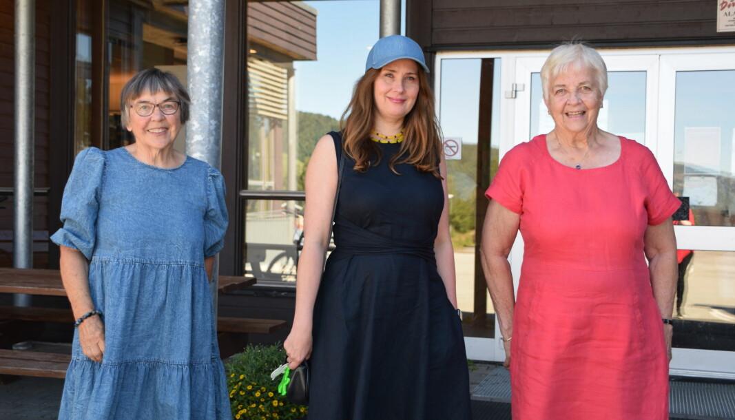 Unni Irmelin Kvam (i midten) sammen med Helene Marie Nergård og Johanne Løset fra pensjonistlaget.