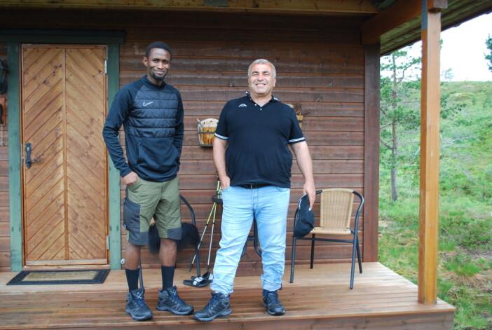 Aleou og Adnan var veldig fornøgde med dei nye fjellskoa sine