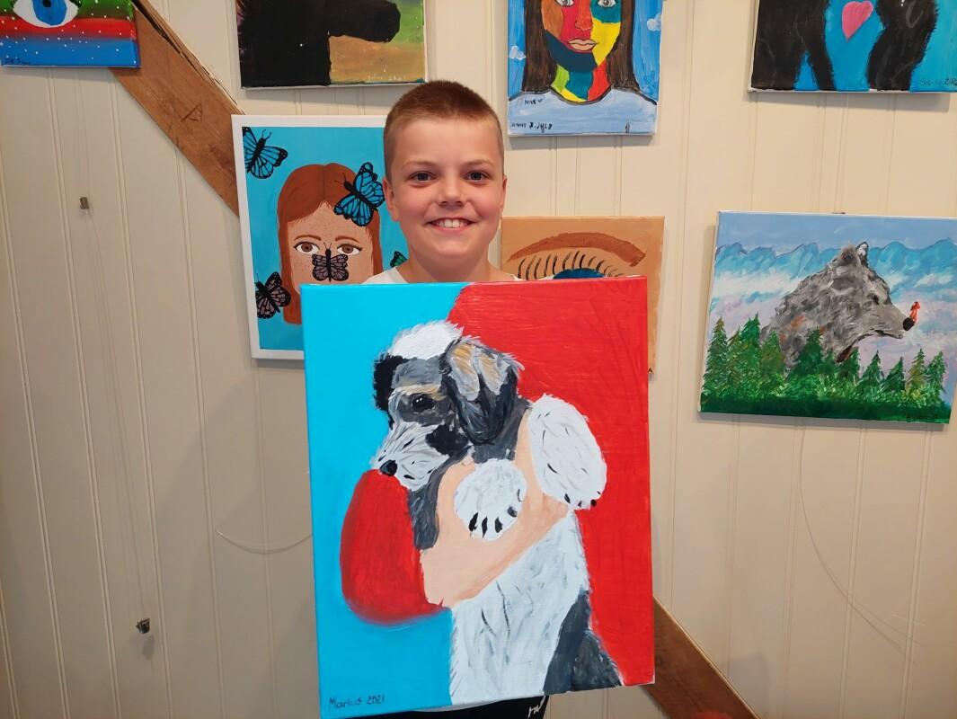 Marius Helgetun har malt hunden sin.