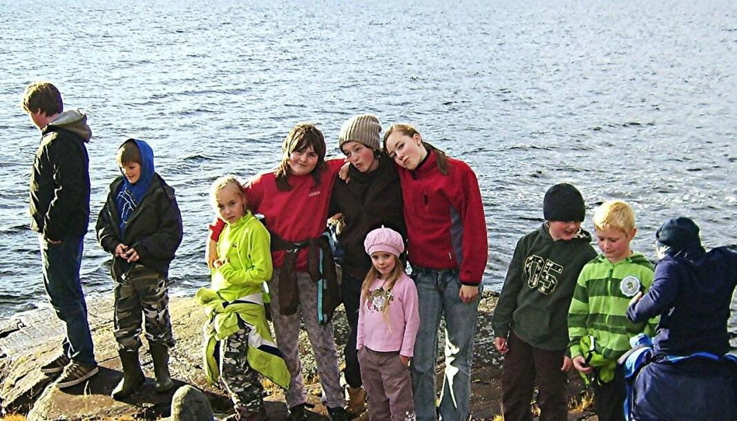 Mannbjønnberget: Her hoppa gjetarjenta i sjøen for å koma unna bamsen. Biletet er frå ein skuletur i 2009.
