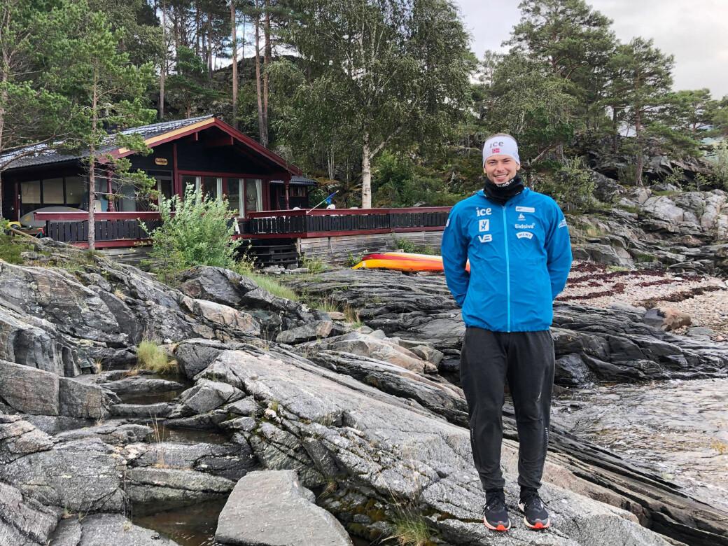Sturla Holm Lægreid nyter ferien på hytta i Surnadal