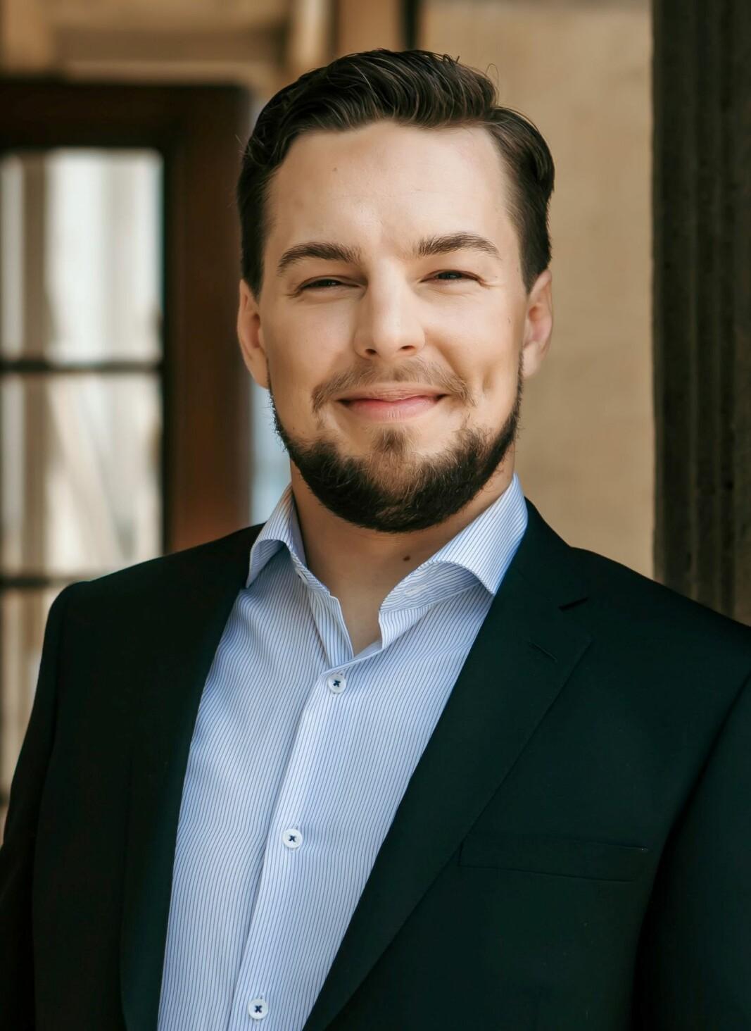Erik Rosenius deltok sist på Jonsvaka i Åsskard. Etter olsokkonserten er han m.a. med i første runde av årets internasjonale Dronning Sonja-konkurranse.