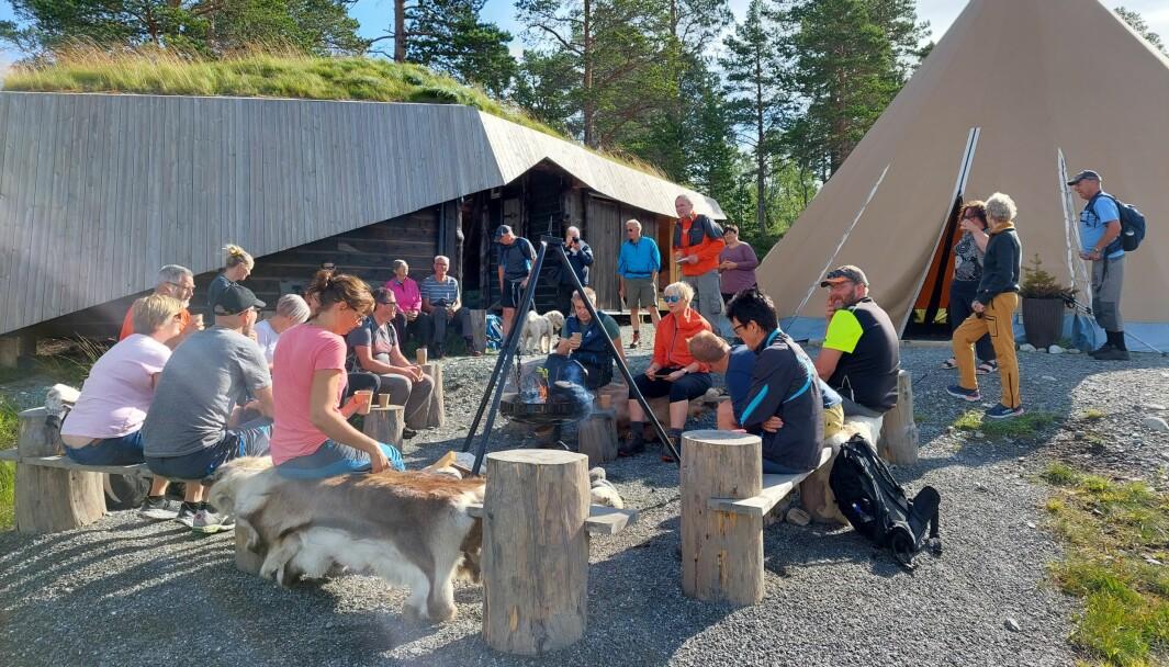 """Mange tok turen til Trollheimstunet for å delta på åpningen av """"Helgetunmarka Rindals innfallsport til Trollheimen""""."""