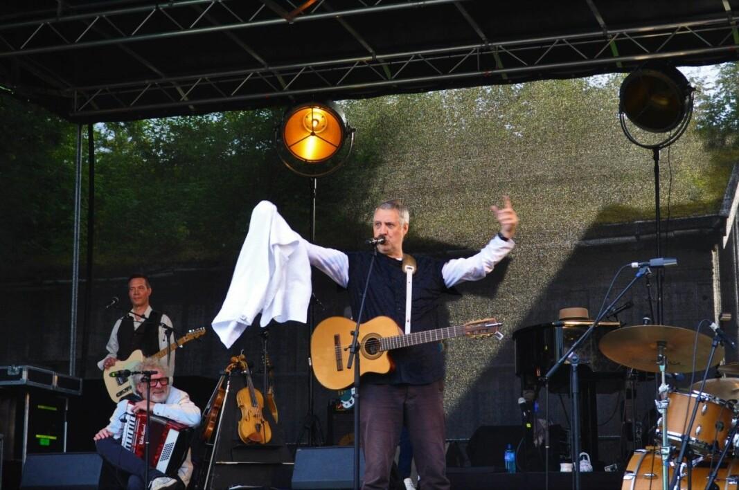 Jan Ingvar Toft som tryller for publikum
