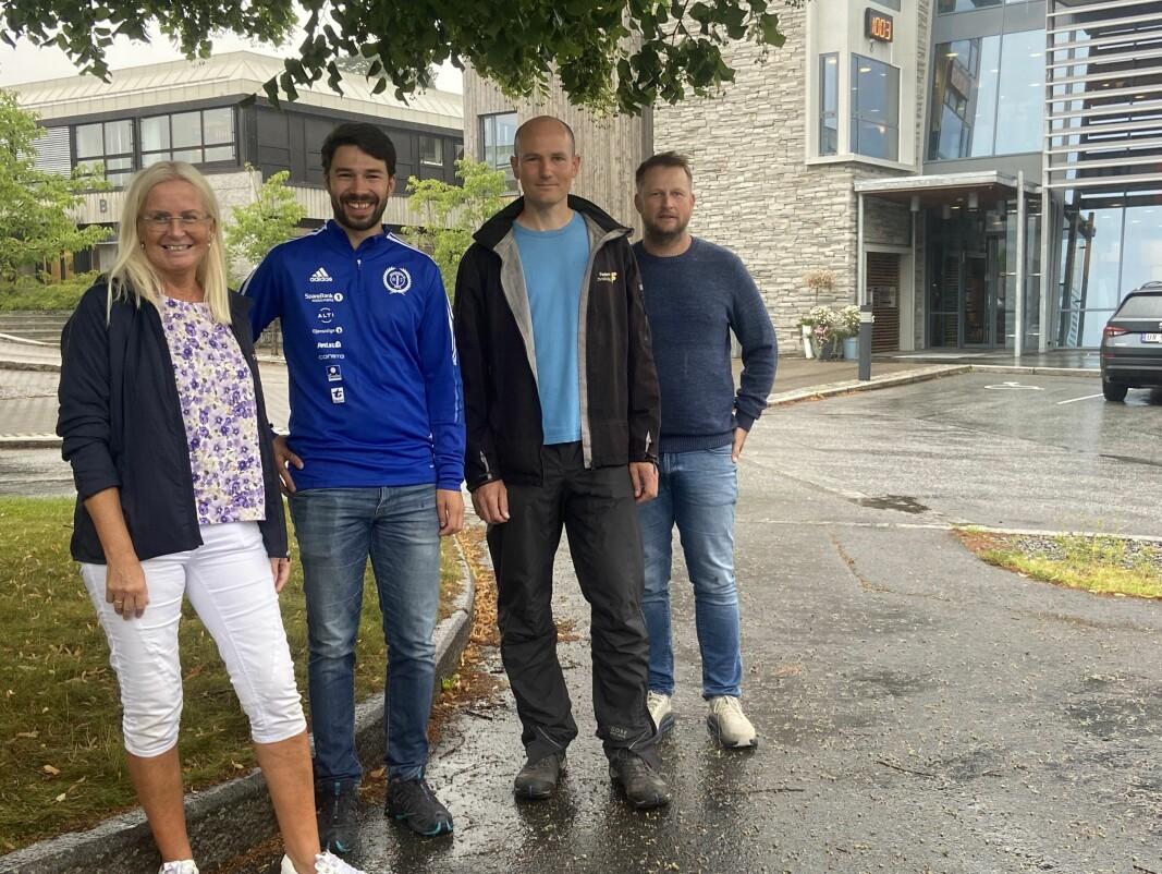Liv Dalsegg fra Sparebank 1 Nordmøre, sammen med Sondre Ormset, Daniel Zwick og Frode Raaen fra Surnadal IL